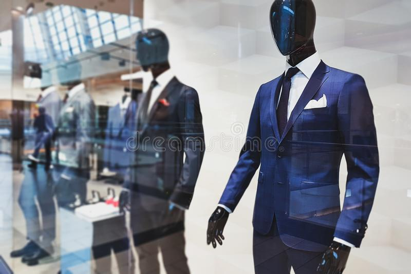 De kledingsboutique van mensen royalty-vrije stock afbeeldingen
