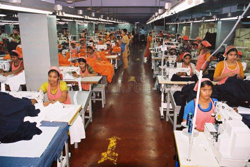 De kledingstukkenindustrie in Bangladesh stock fotografie