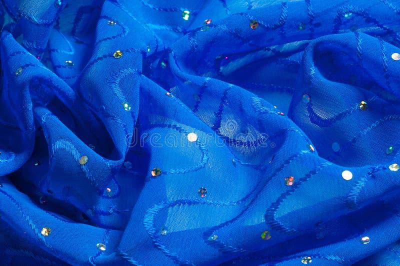 de kledingszijde van het meisje De polka is blauw De stof van het zijdekant met pipet stock foto