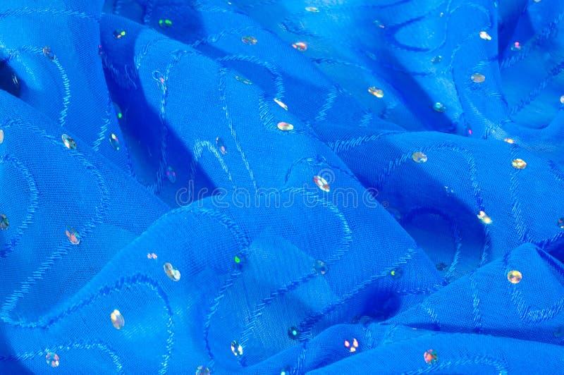 de kledingszijde van het meisje De polka is blauw De stof van het zijdekant met pipet royalty-vrije stock afbeeldingen