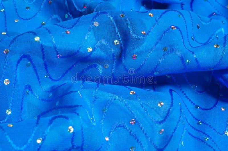 de kledingszijde van het meisje De polka is blauw De stof van het zijdekant met pipet royalty-vrije stock afbeelding