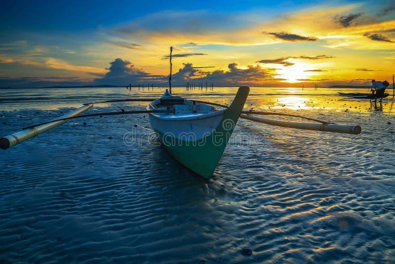 De Kleine boot en de fotografie stock afbeeldingen