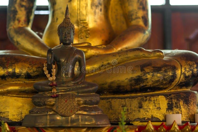 De kleine en grote standbeelden van Boedha royalty-vrije stock foto's