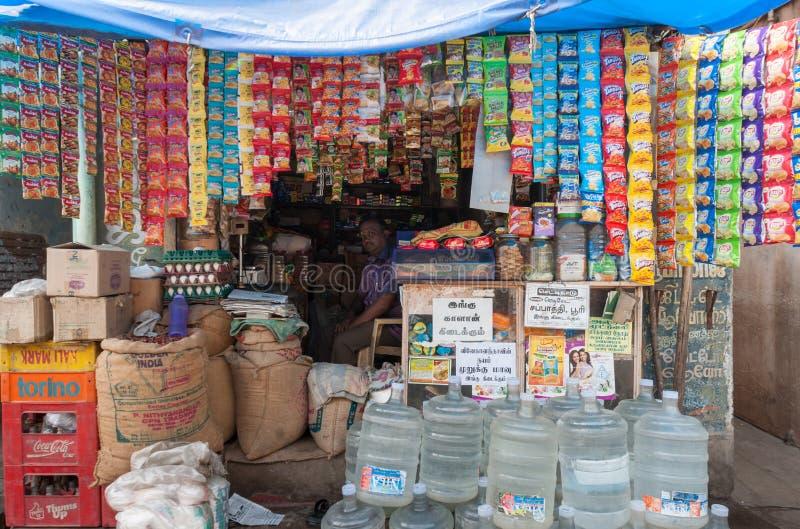 De kleine Indische winkel verkoopt koopwaar per enige eenheid royalty-vrije stock foto