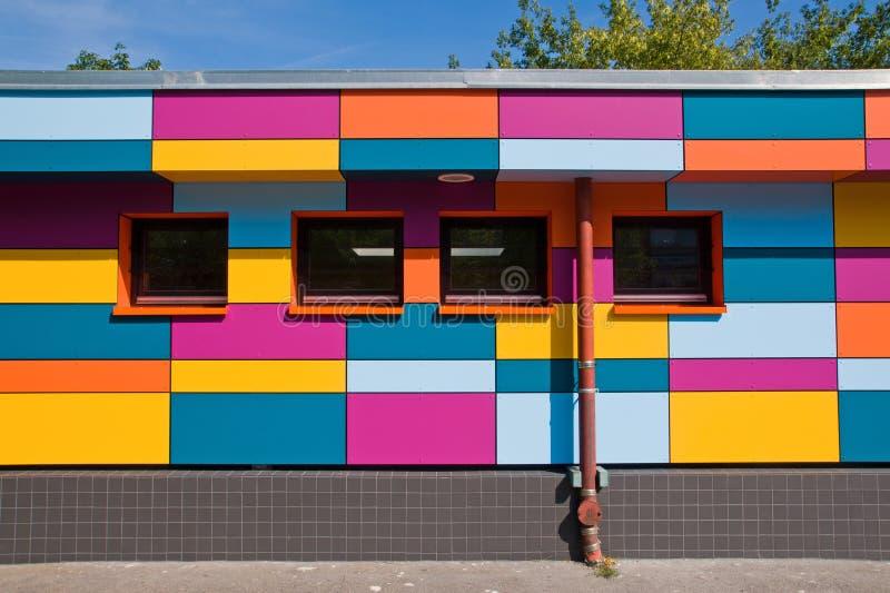 De kleine kleurrijke bouw stock afbeelding