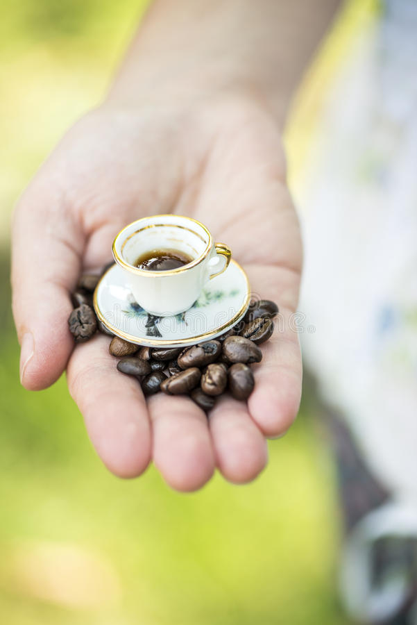 De kleine kop van de handgreep van koffie royalty-vrije stock foto's