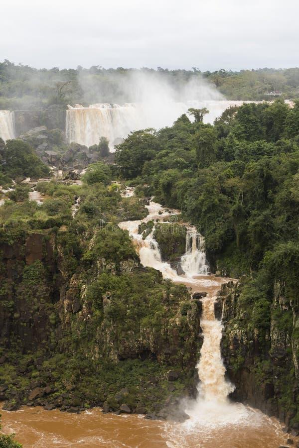 De kleine waterval bij iguazu valt veiw van Brazilië stock foto's