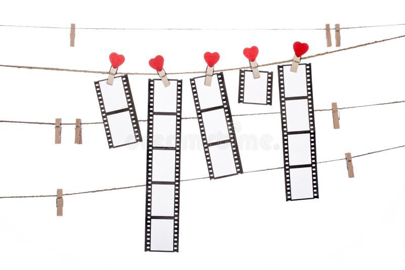 De klem van de hartvorm op een streng, hangende Negatieven, liefdefilm stock fotografie