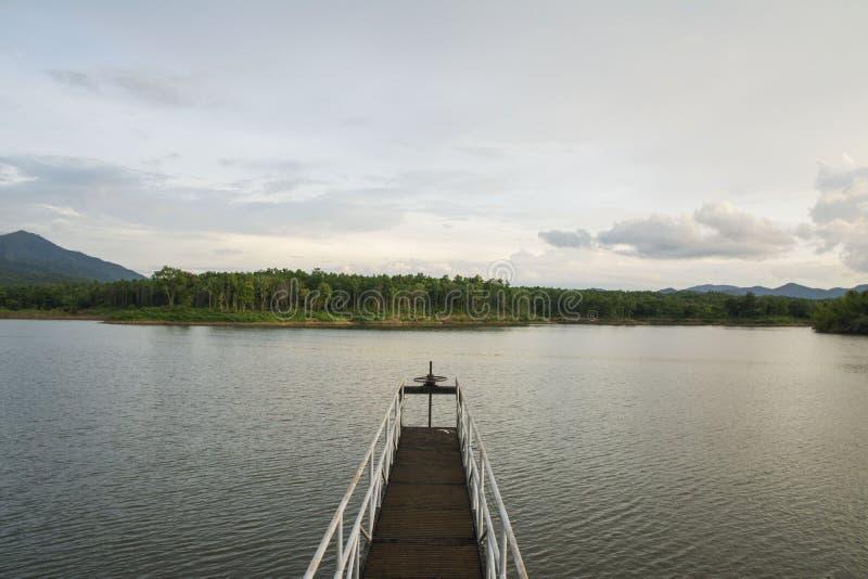 De klep van de waterpoort en meer stock fotografie