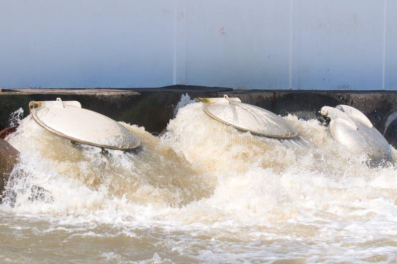 De kleppen van de afzet bij water pompstation in Thailand royalty-vrije stock foto's