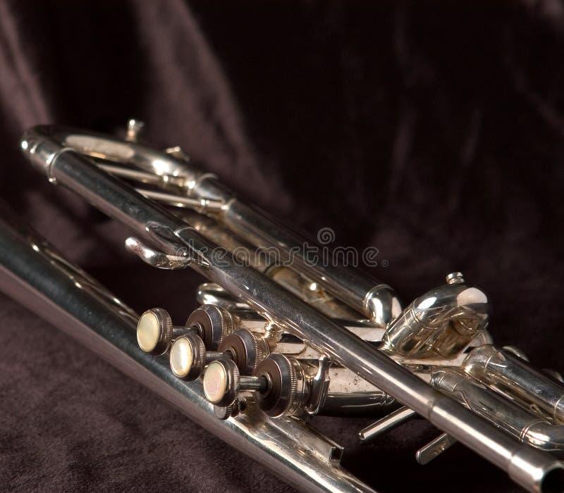 De Kleppen Van De Trompet Op Zwarte Royalty-vrije Stock Foto's