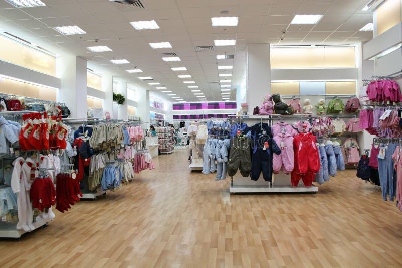 De klerenwinkel van het kind stock foto's