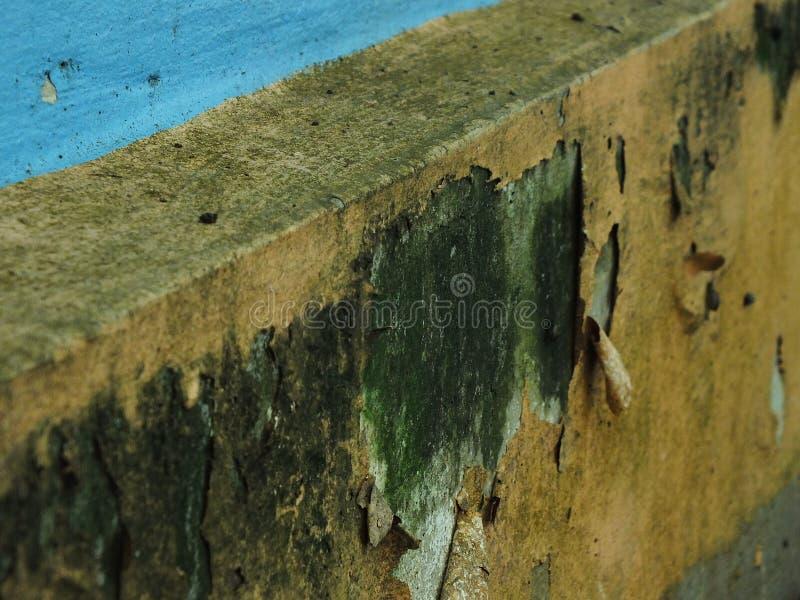De kleur van het huis pelt weg stock afbeelding