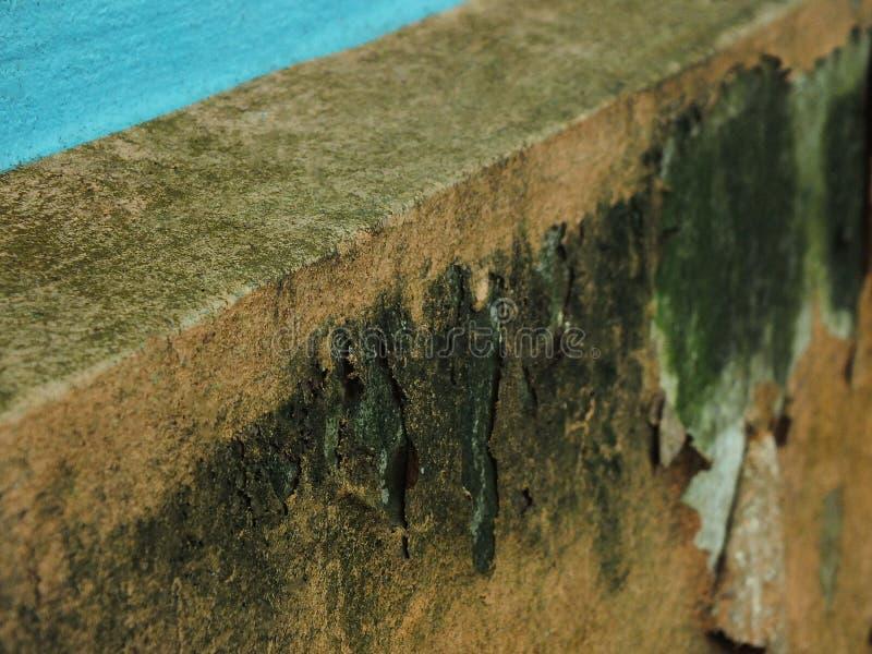De kleur van het huis pelt weg royalty-vrije stock afbeelding