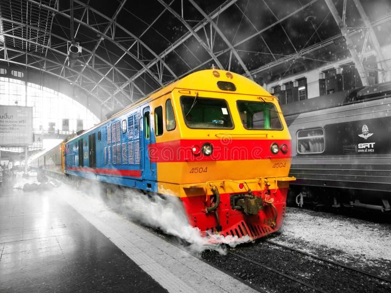 De Kleuren van de stationtrein in een droom stock foto