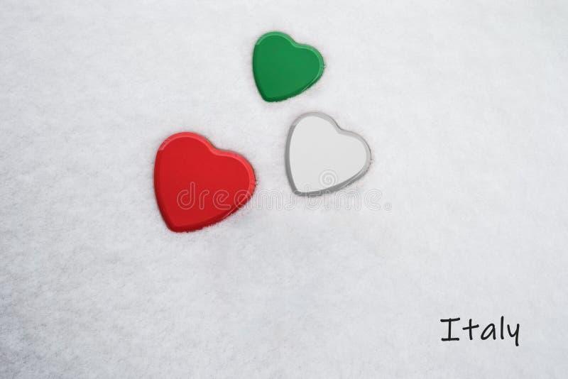 De kleuren van de Italiaan markeren Spaans Groen, Wit, Gekker die Meer/rood op drie harten wordt geschilderd stock foto's