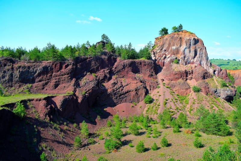 De kleuren van uitgestorven vulcano van Racos Brasov, Roemenië, Heghes-Piek stock foto's
