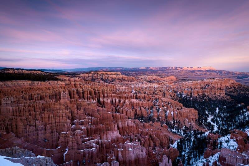 De kleuren van de de winterzonsondergang van Bryce-canion stock foto's