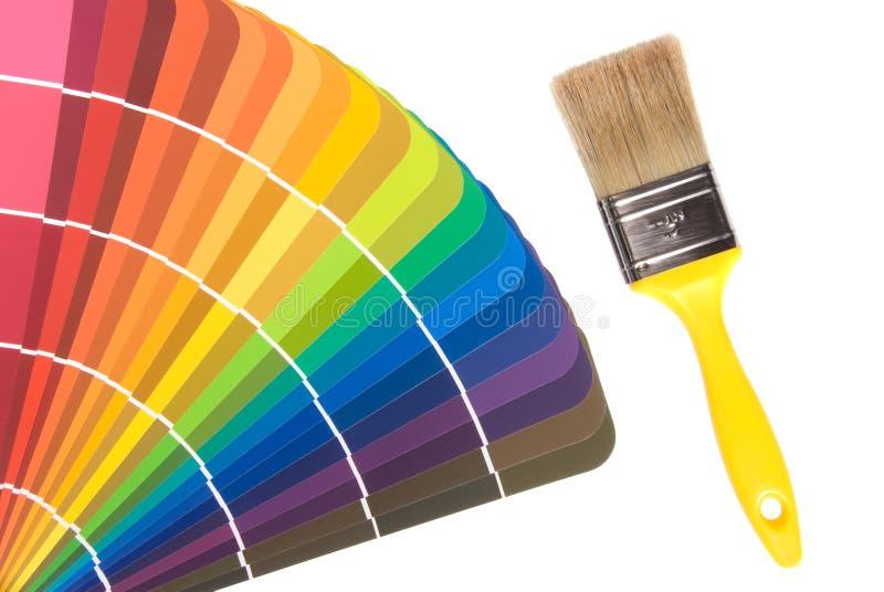 De kleurenkaarten en borstel van de verf stock fotografie