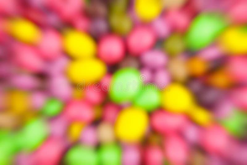 De kleurrijke abstracte achtergrond vertroebelde van de de snelheidsbeweging van het drageesuikergoed geel roze feestelijk de sti stock illustratie