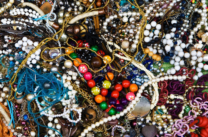 De kleurrijke achtergrond van kostuumjuwelen stock foto