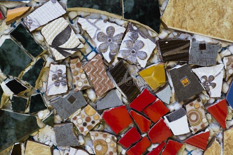 De kleurrijke achtergrond van de mozaïekmuur Mengsel van gebroken stukken met D stock afbeelding