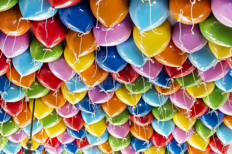 De kleurrijke achtergrond van partijballons royalty-vrije stock fotografie