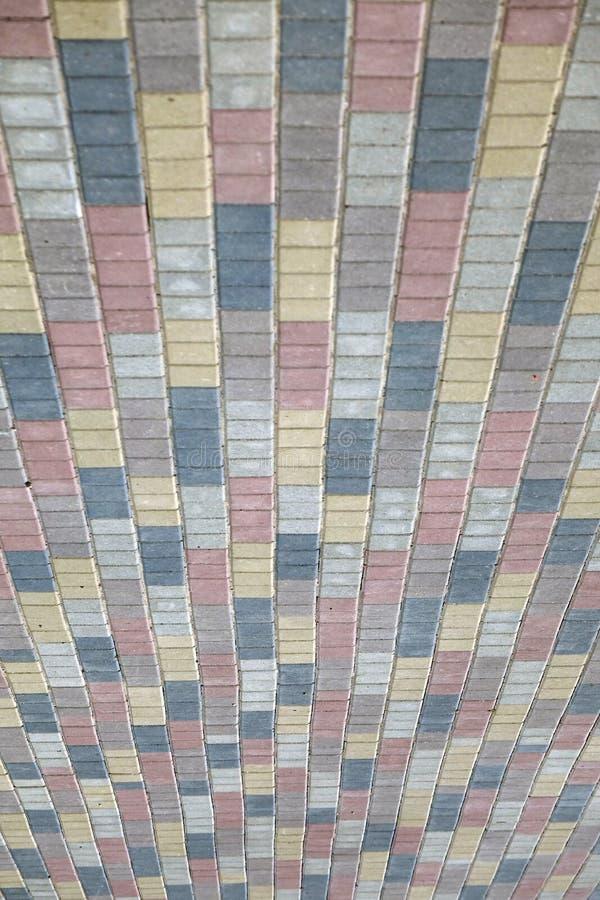 De kleurrijke bestrating van de keiweg, achtergrondfototextuur royalty-vrije stock afbeeldingen