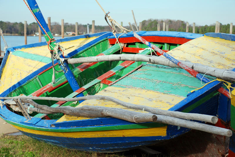 De kleurrijke Boot van het Zeil stock afbeeldingen