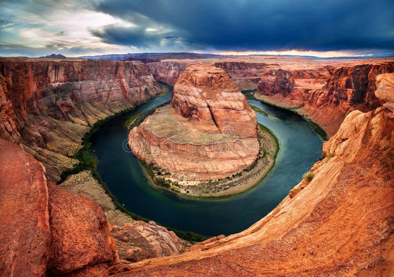 De Kleurrijke die Canion van de Horsehoekromming door de Rivier van Colorado wordt gesneden royalty-vrije stock foto's