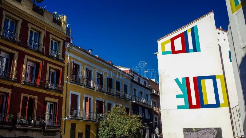 De Kleurrijke gebouwen van Madrid, Madrid, Spanje stock afbeelding
