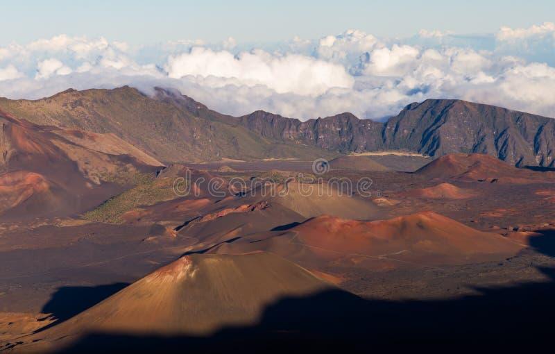 De kleurrijke Kegels van de Sintel binnen Krater Haleakala royalty-vrije stock afbeeldingen