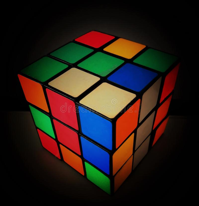 De kleurrijke Kubus rubick Magico stock foto's