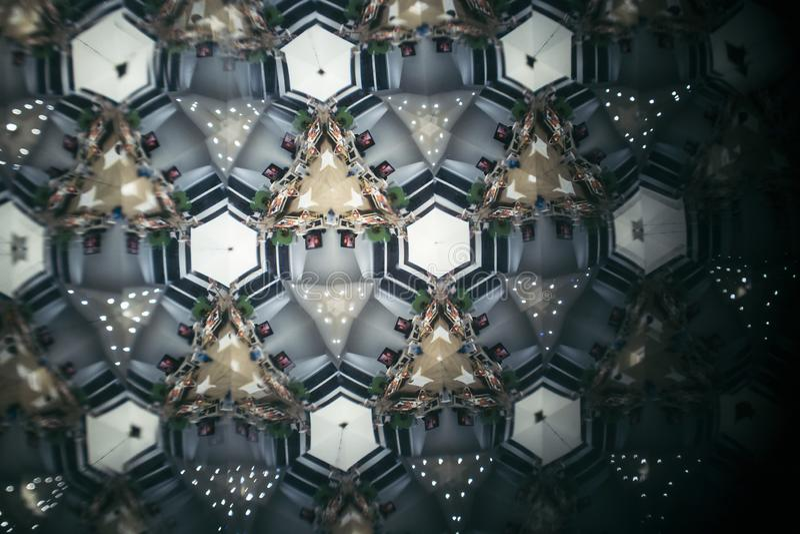 De kleurrijke mening van het caleidoscooppatroon over een abstracte scène stock afbeeldingen