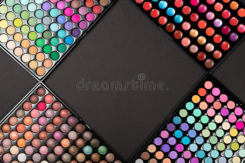 De kleurrijke paletten van de samenstellingsoogschaduw als kosmetische achtergrond stock fotografie
