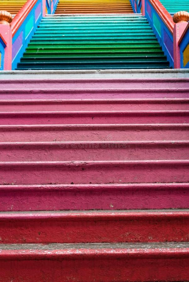 De kleurrijke trap die in Batu wordt gevestigd holt, Kuala Lumpur uit stock afbeelding