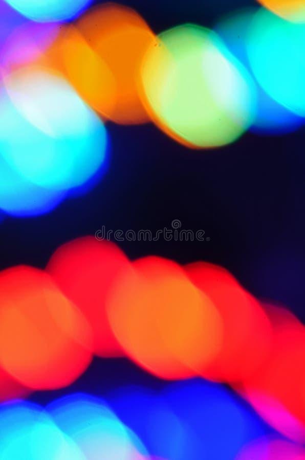 De kleurrijke vage feestelijke lichten van de Kerstmisvakantie bij nacht royalty-vrije stock afbeelding