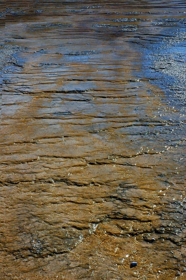 Download De Kleurrijke Vlakten Van De Modder - Verticaal Stock Foto - Afbeelding bestaande uit glint, modder: 285858