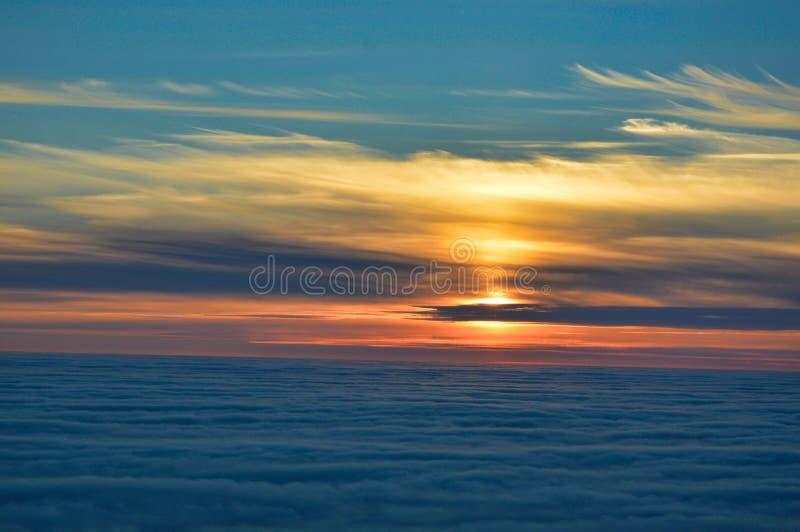 De kleurrijke zonsondergang van de middernachtzon van Nordkapp, Noorwegen royalty-vrije stock afbeeldingen