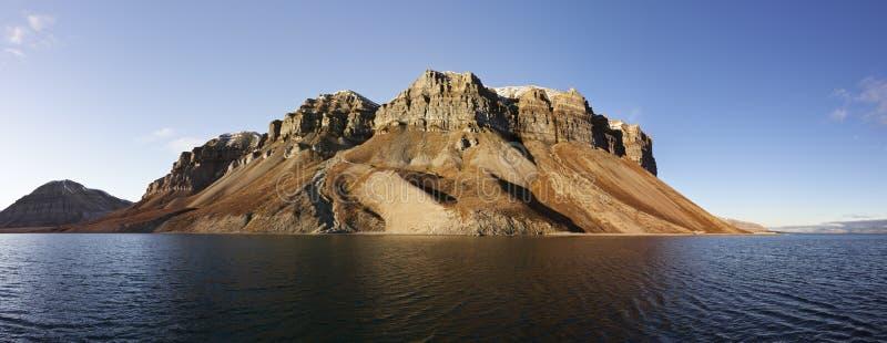 De klippenpanorama van Skansen, Svalbard, Noorwegen royalty-vrije stock foto's