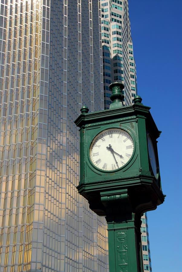 De klok van de stad royalty-vrije stock afbeelding