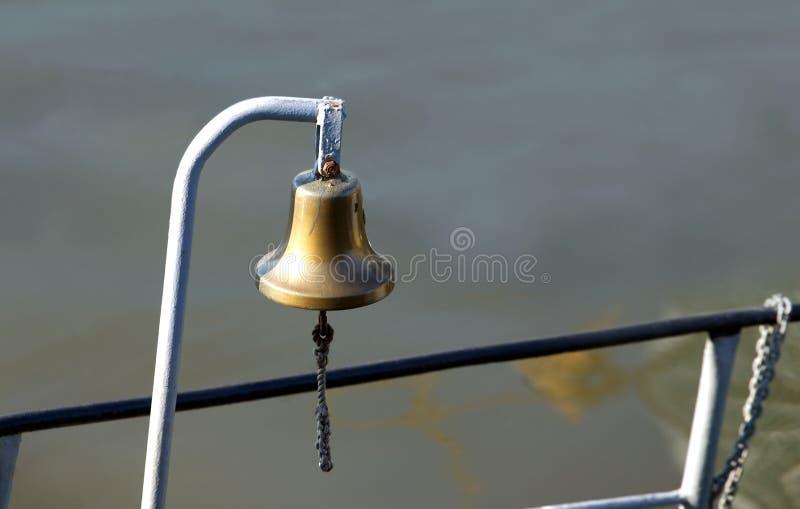 De klok van het schepenkoper aan boord stock foto
