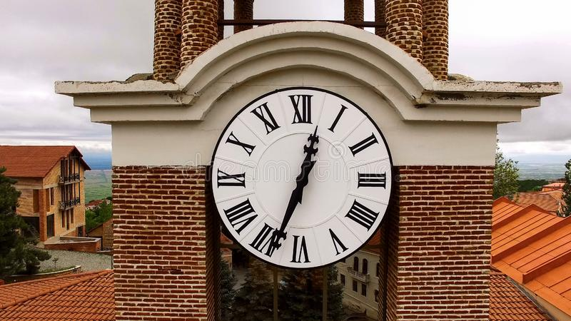De klok van het Sighnaghistadhuis, beroemde Georgische architectuur, historisch sightseeing stock afbeelding