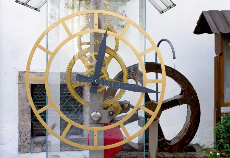 De Klok van het turbinewater stock afbeeldingen