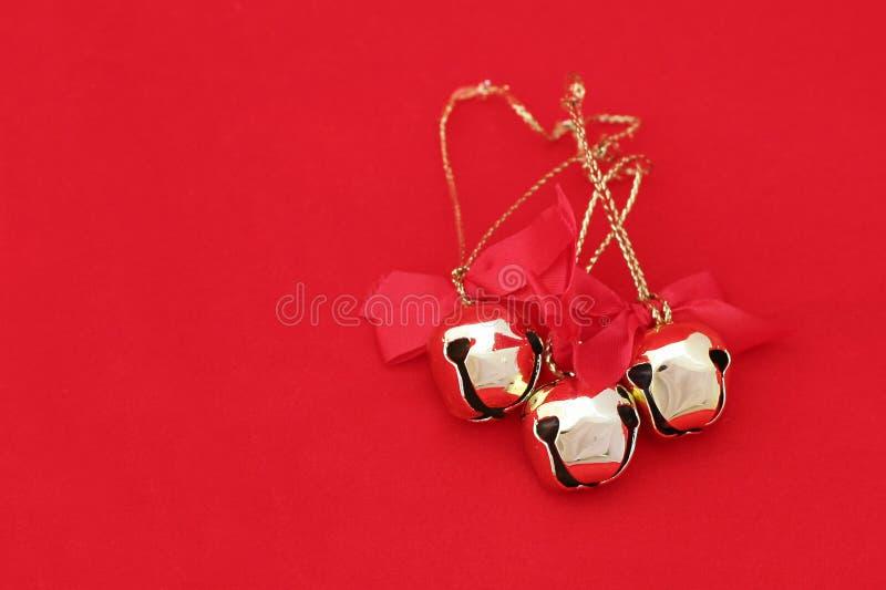 De Klokken van Kerstmis op Rood 1 stock afbeeldingen