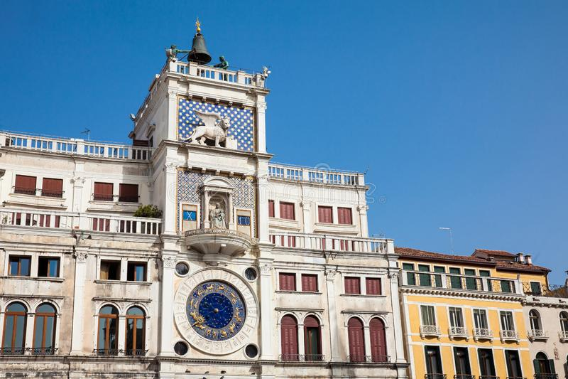 De Klokketoren bij Piazza San Marco in Venetië bouwde 1499 in royalty-vrije stock foto's