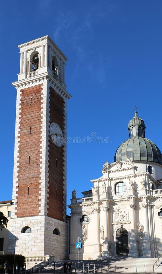 de klokketoren van Basiliek van Berico zet in Vicenza City in Italië op royalty-vrije stock fotografie
