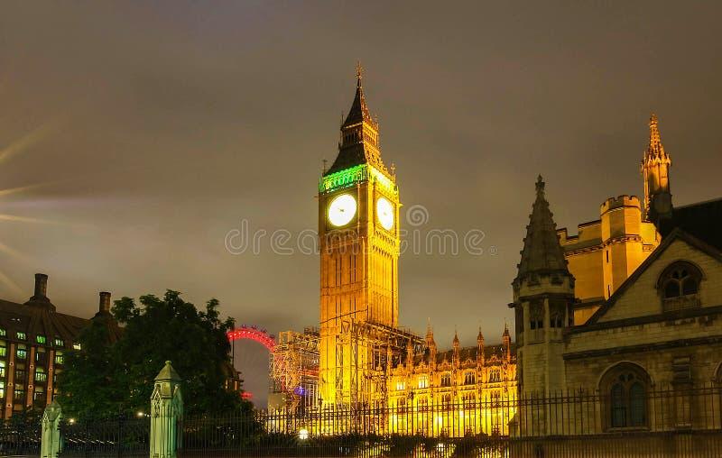 De klokketoren van Big Ben bij nacht, Londen, het UK stock foto