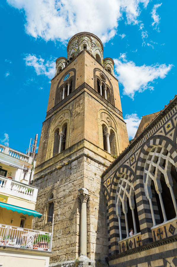 De klokketoren van de Kathedraal van St Andrew, Amalfi stock afbeelding