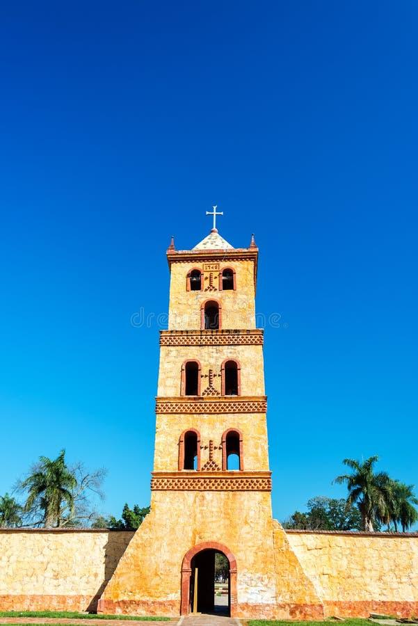 De Klokketoren van de steenkerk stock afbeeldingen